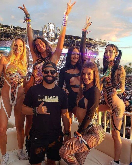 Xu hướng bikini phản cảm đang gây bão tại các lễ hội âm nhạc