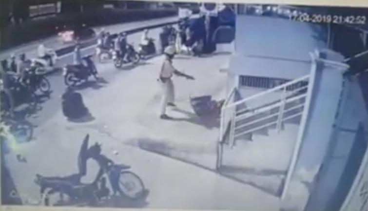 Đã xác định CSGT trong video chĩa súng, đánh người vi phạm giao thông