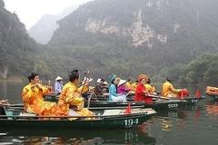 Boat tour boosts Trang An tourism