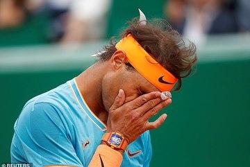 """Vua đất nện"" Nadal thua sốc ở bán kết Monte Carlo"