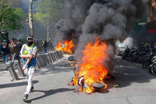 Lý do mới khiến người biểu tình Áo vàng giận dữ 'đốt cháy' Paris