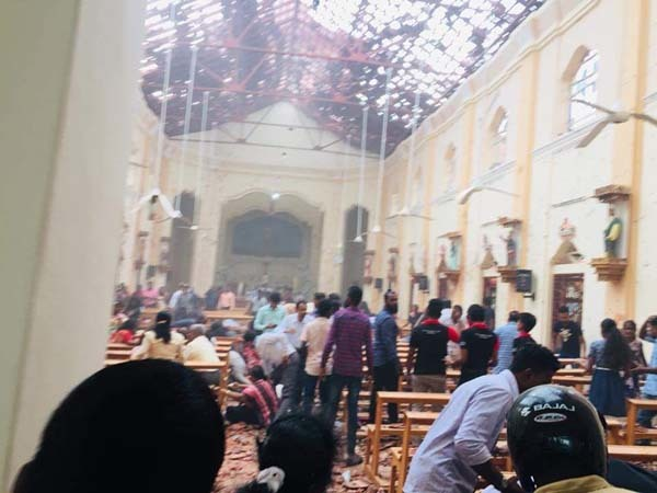 Hàng loạt nhà thờ, khách sạn bị đánh bom ở Sri Lanka