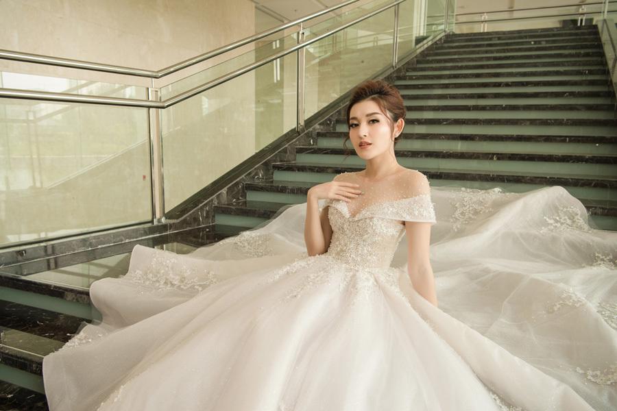 Á hậu Huyền My mặc váy cưới đính kim cương 2,5 tỷ