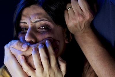 Bị chồng bóp cổ tới chết vì đẻ toàn con gái