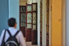 Xuất hiện kẻ lạ mặt dụ dỗ nam sinh trước cổng trường ở Hà Nội