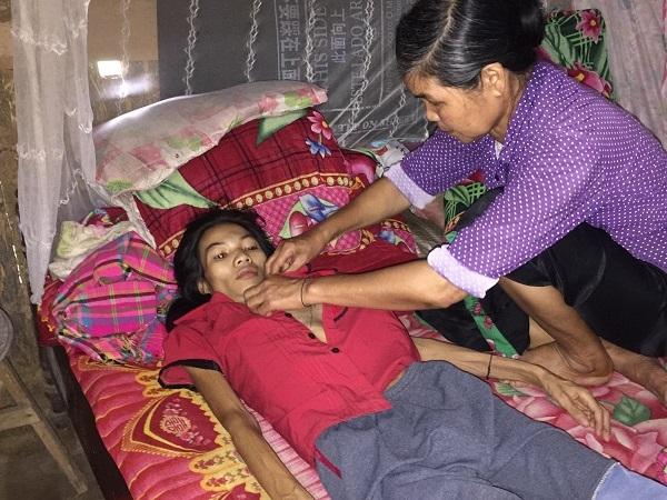 Xót xa người phụ nữ nghèo ăn cháo loãng chống chọi với bệnh ung thư vú
