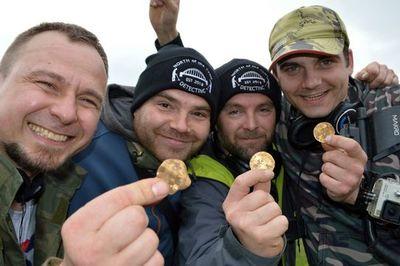 Đào được kho báu đầy tiền vàng trị giá gần 5 tỷ đồng