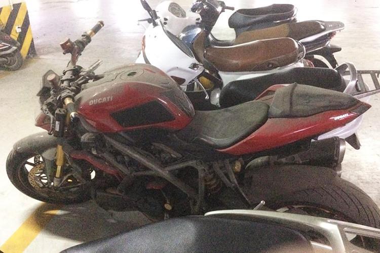 'Xót của' những siêu môtô đắt tiền bị bỏ xó