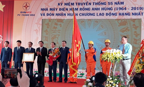 Điện lực Thanh Hóa đón nhận Huân chương Lao động hạng Nhất