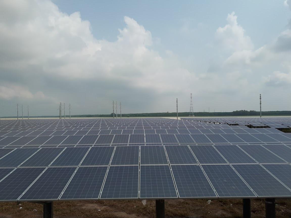 Điện mặt trời,giá điện,điện mặt trời mái nhà,thiếu điện,truyền tải điện
