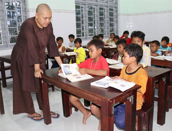 Free class for poor students at Long Cat Pagoda