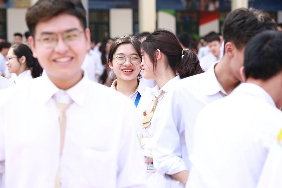 Bộ trưởng Phùng Xuân Nhạ nhảy flashmob cùng  học sinh