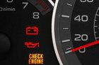 Đèn kiểm tra động cơ bật sáng, xe bị làm sao?