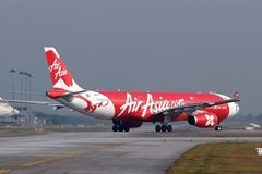 Kinh doanh hàng không: Hãng 'chết yểu', hãng thoát phá sản vì được ném... 'phao'