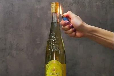 Độc chiêu mở rượu vang bằng bật lửa