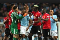 MU đá đểu Man City trước derby, Chelsea mua sắm lớn