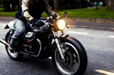 Vì sao xe máy từ châu Âu đèn sáng cả ngày?