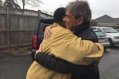 Lòng tốt của những người vô gia cư khiến nước Mỹ xúc động