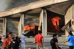 Sau tiếng nổ lớn, xưởng sản xuất bàn ghế ở Bình Dương cháy dữ dội
