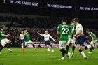 Eriksen ghi siêu phẩm, Tottenham cắt đuôi MU