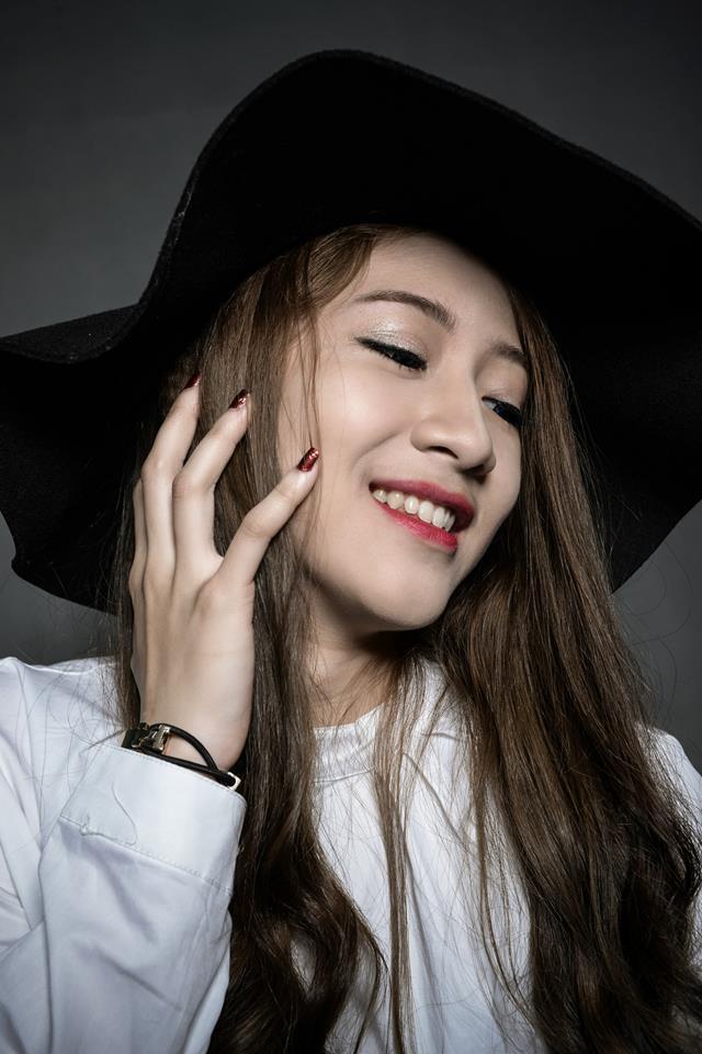 Chân dung Hoàng Thùy Linh 9X thay thế hot girl Trâm Anh trong phim 'Siêu quậy'