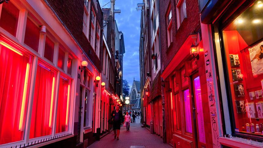 Phố đèn đỏ Amsterdam trước nguy cơ đóng cửa