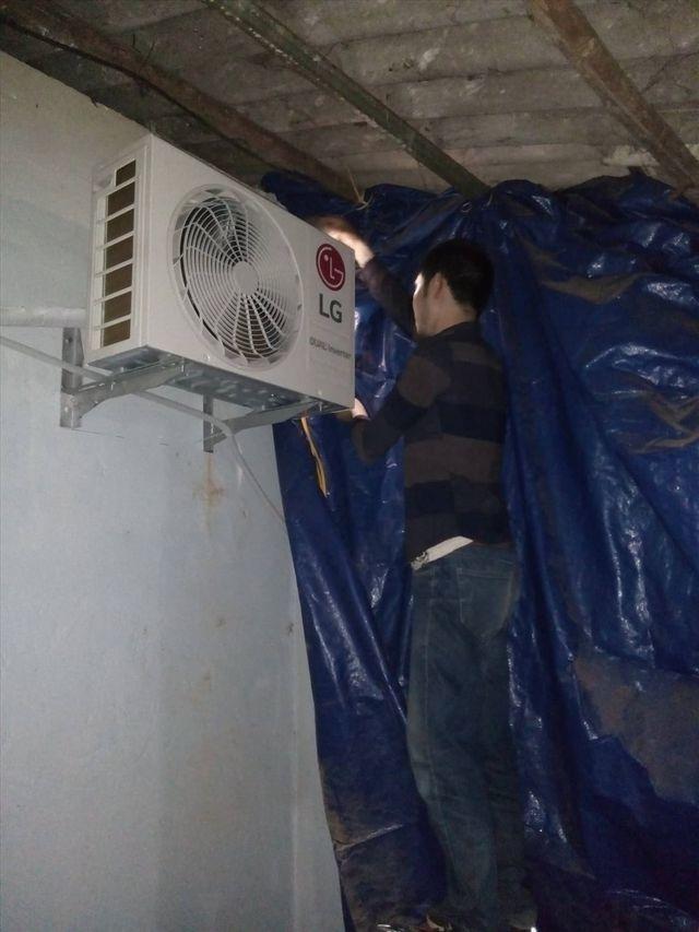 Thời tiết nắng nóng, Hà Nội 'cháy' thợ điều hòa