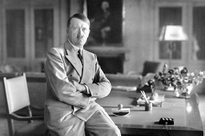 Lý do trùm phát xít Hitler mất bộ ria mép trứ danh