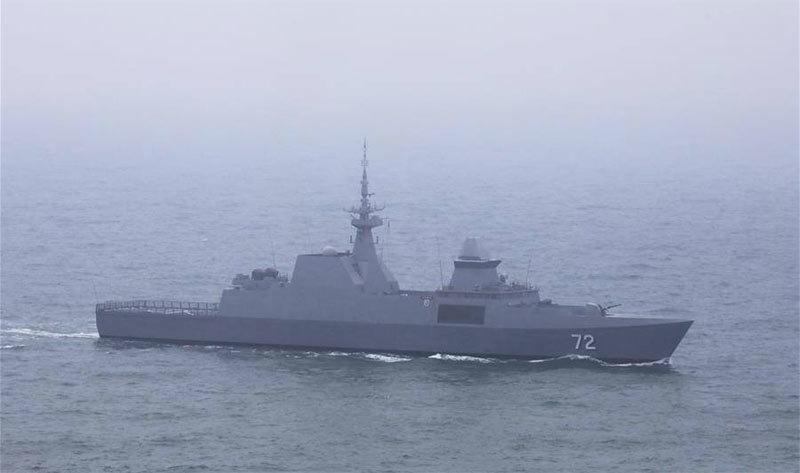 Dàn chiến hạm khủng rầm rộ duyệt binh ngoài khơi Trung Quốc