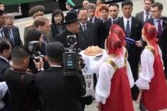Vừa tới Nga, Kim Jong Un được mời 'đặc sản'