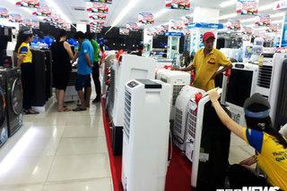 TP.HCM nắng nóng cực độ, thị trường điện lạnh được dịp 'hốt bạc'