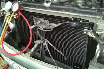 """6 lý do máy lạnh ô tô """"chết"""" trong trời nóng"""