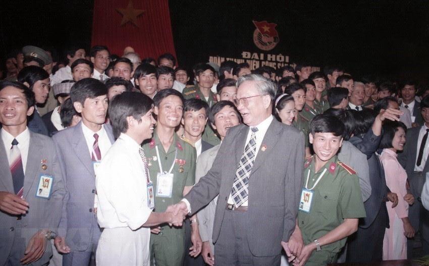 Hình ảnh nguyên Chủ tịch nước Lê Đức Anh với quân dân 3 miền