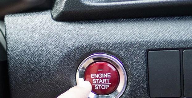Ô tô đang chạy, nhấn nút tắt động cơ có sao không?