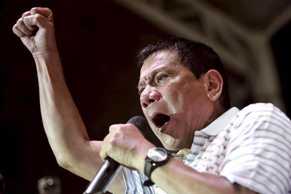 Tổng thống Philippines dọa 'tuyên chiến' với Canada