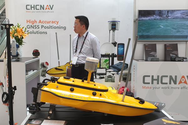 Tàu không người lái giúp đo độ sâu sông, hồ, vùng ven biển Việt Nam