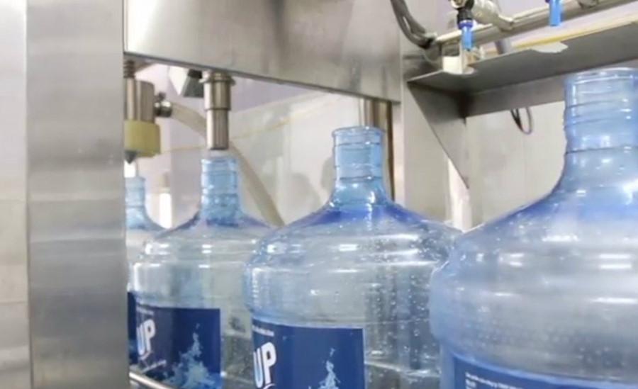 'Lạnh gáy' quy trình làm nước đóng chai lấy từ... nghĩa địa
