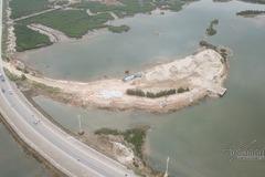 Bãi tập kết cát trái phép lấn 7.000m2 rừng ngập mặn Quảng Ninh