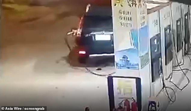 đổ xăng,cây xăng,lái xe bất cẩn