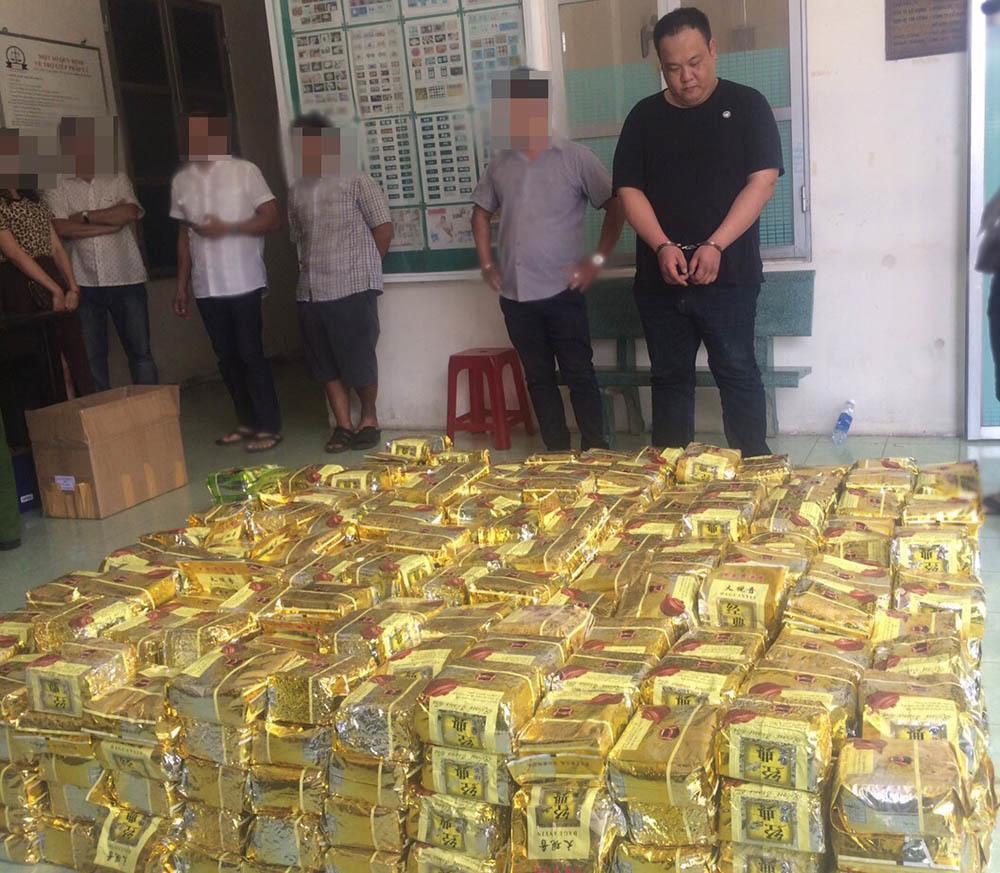 Nỗi 'kinh khủng khiếp' của vị lãnh đạo chuyên chống buôn lậu