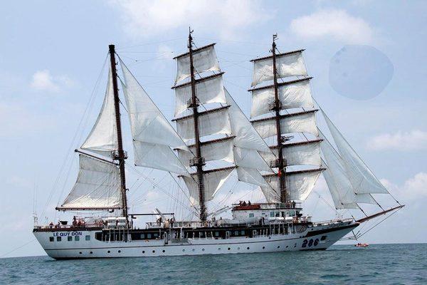 Hình ảnh đoàn tàu buồm Hải quân Việt Nam thăm Singapore