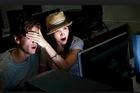 Bắn chết chồng vì đăng ký kênh phim khiêu dâm