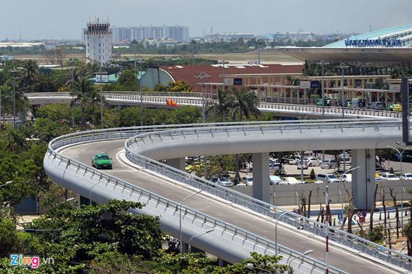 Miễn phí xe ra vào sân bay sẽ biến Nội Bài thành bến xe Giáp Bát?