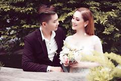 Cưới hơn 1 năm, Lâm Khánh Chi chưa thể đăng ký kết hôn với chồng trẻ