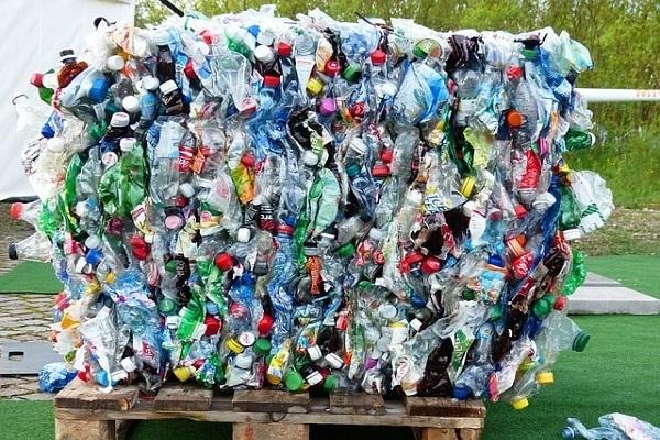 Xây nhà bằng chai nhựa, ý tưởng 'điên rồ' có thể cứu thế giới