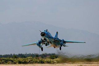 Military jet skids off runway in Yen Bai