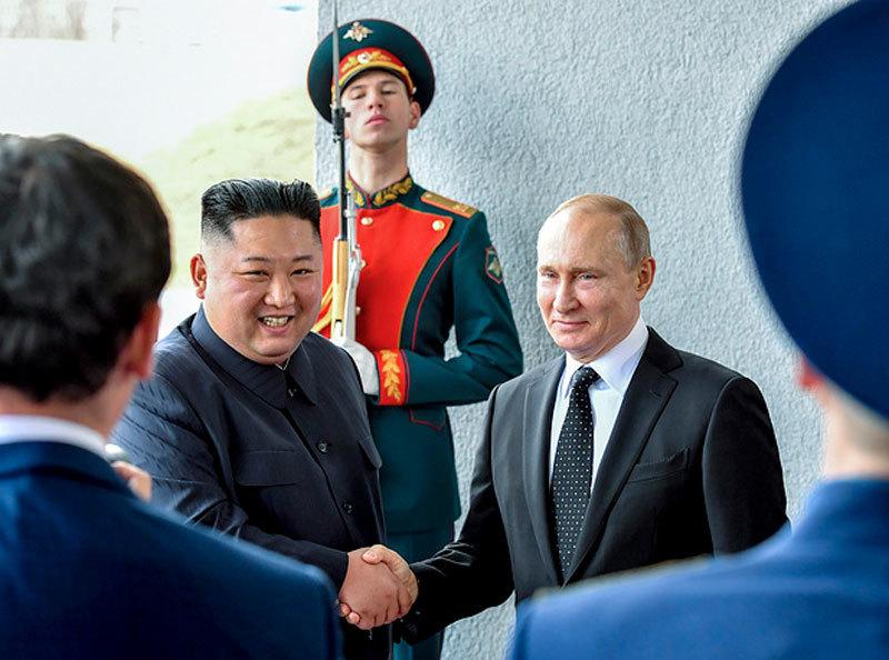 Kim Jong Un lên tầu bọc thép, rút ngắn thời gian thăm Nga