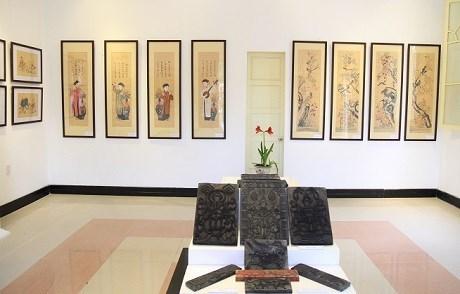 Exhibition spotlights traditional folk paintings
