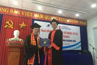 Elderly man awarded excellent bachelor degree
