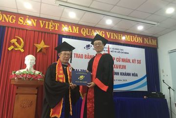 Elderly man awarded excellent bachelor degree